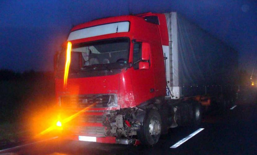 В аварии с участием грузовика в Санкт-Петербурге погибли четыре человека