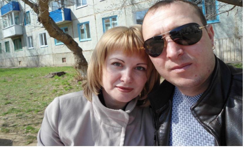 Отец и мать сгоревших из-за вспыхнувшей гирлянды детей выпрыгнули из окна