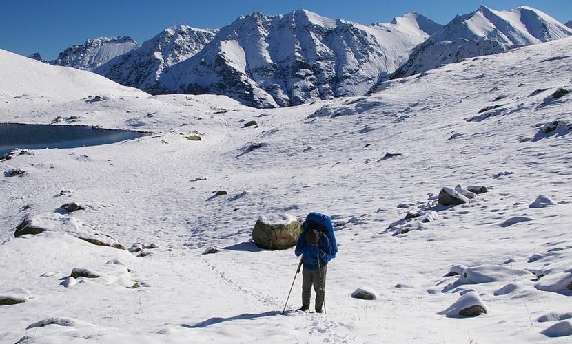 Больная гриппом киносъемочная группа попала в снежный плен в горах Грузии