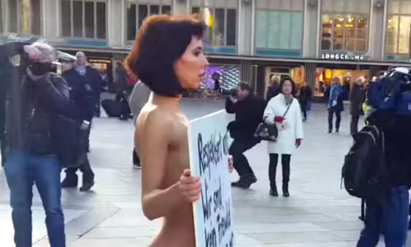 Обнаженная красавица-художница с плакатом попыталась остановить секс-террор в Кельне