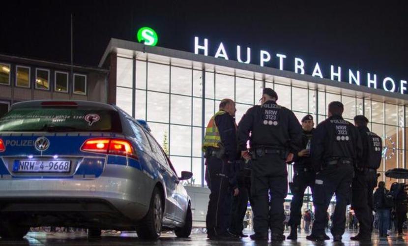 Полиция немецкого Кельна получила уже более пятисот жалоб на бесчинства беженцев