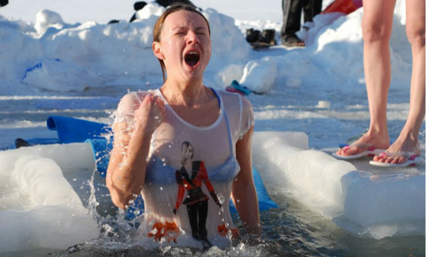 Топ-5 ошибок при купании в проруби на Крещение