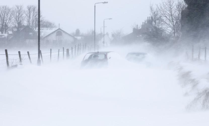 Для борьбы со снегом в Курск ввели войска и бронетехнику Западного военного округа