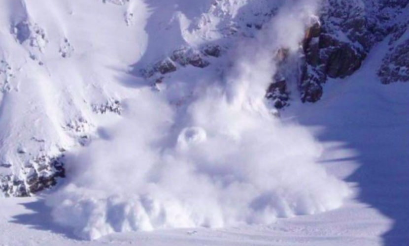 Снежная лавина убила специалиста курорта под Сочи