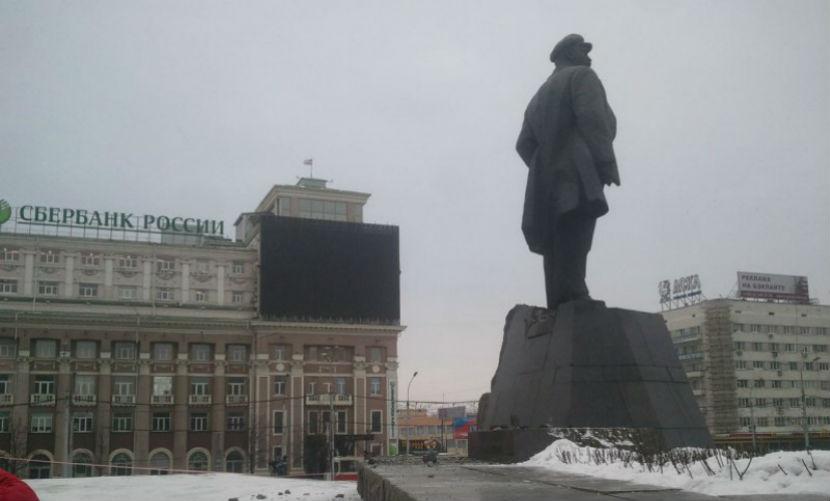 Взорвавшие памятник Ленину в Донецке украинские диверсанты попали на камеры видеонаблюдения
