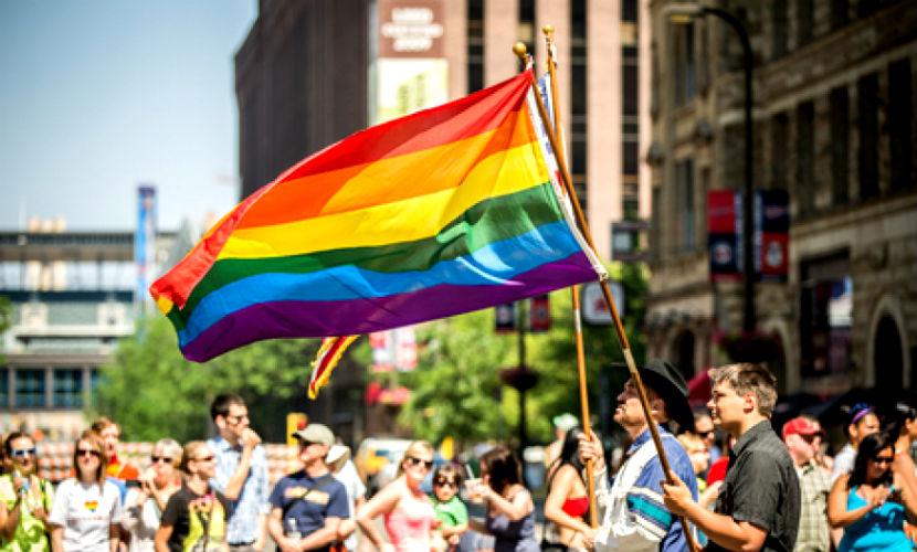Гей-парам пригрозили тюремным сроком за использование суррогатных матерей