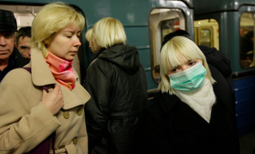 Россиянам настоятельно порекомендовали надевать маски и дезинфицировать гаджеты