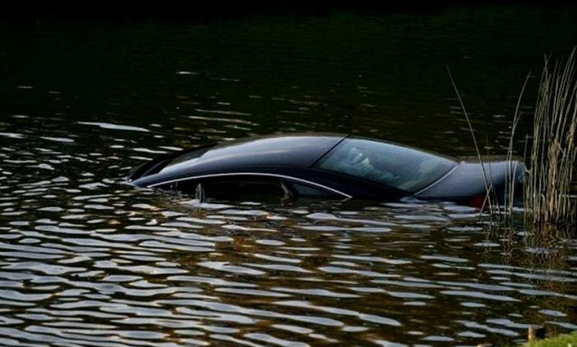 Автомобиль с пятью школьниками рухнул в реку в Афганистане