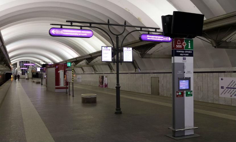 Пассажиры метро в Петербурге спасли мужчину от гибели