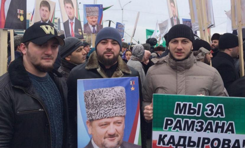Жители Чечни вышли на митинг в защиту Кадырова и против оппозиции