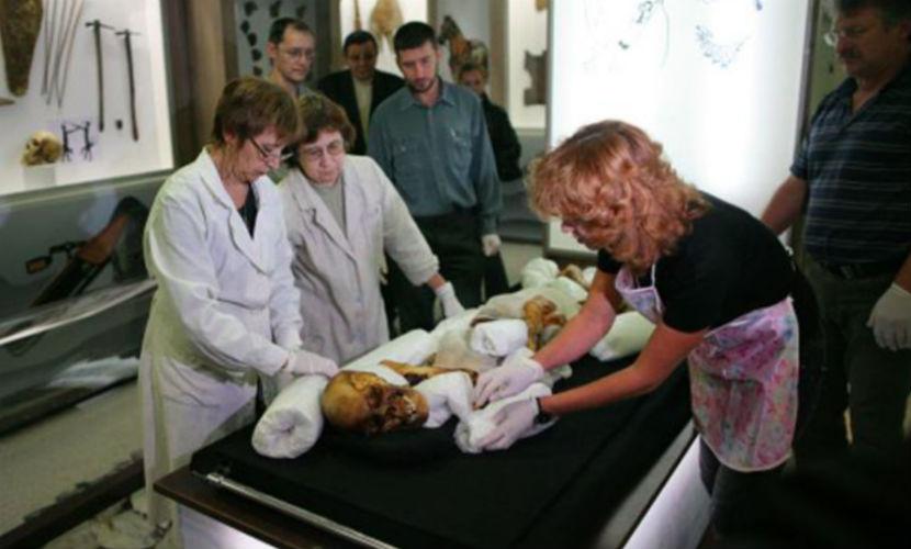 На Алтае потребовали через суд похоронить древнюю мумию, принесшую бедствия в регион