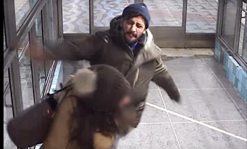 Агрессивный беженец избил женщину с детьми в метро Стокгольма
