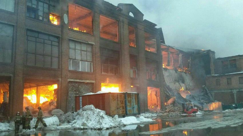 В подмосковном городе Ногинске дотла выгорела бывшая ситцепечатная фабрика