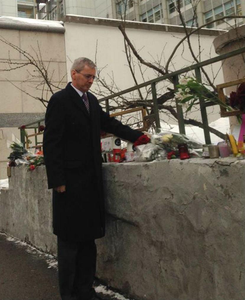 Лори Бристоу почтил память Дэвида Боуи в Москве раньше, чем вручил верительные грамоты