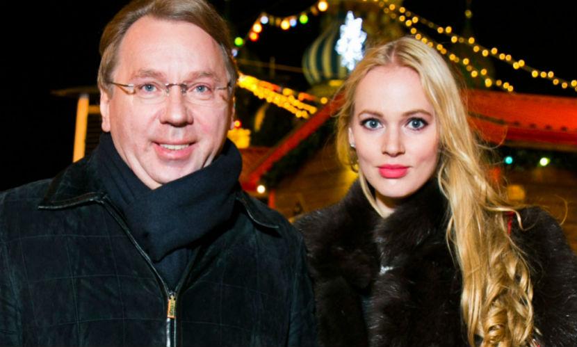 Красавица-жена управляющего делами президента РФ родила первенца