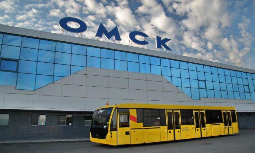 200 человек эвакуировали из аэропорта Омска из-за подозрительной сумки