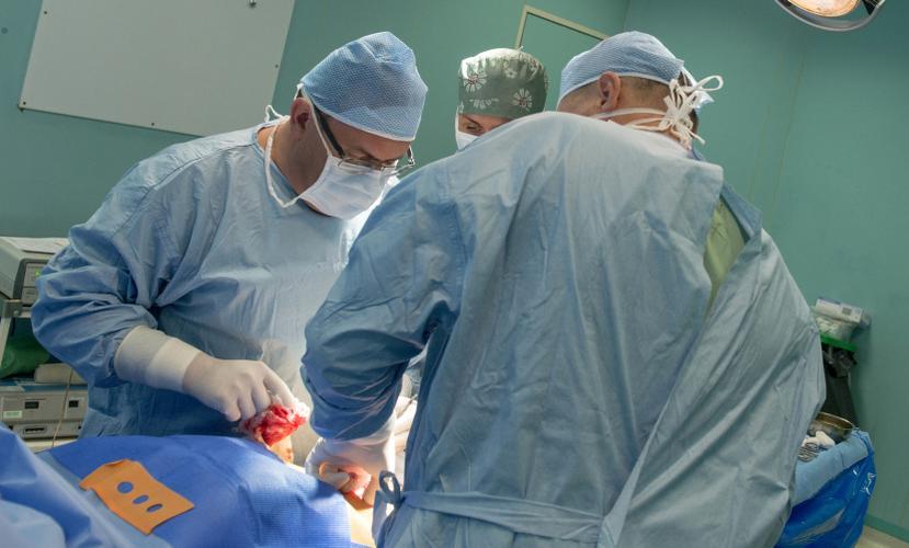 Расстрелянному бараном из ружья жителю Волгограда сделали операцию