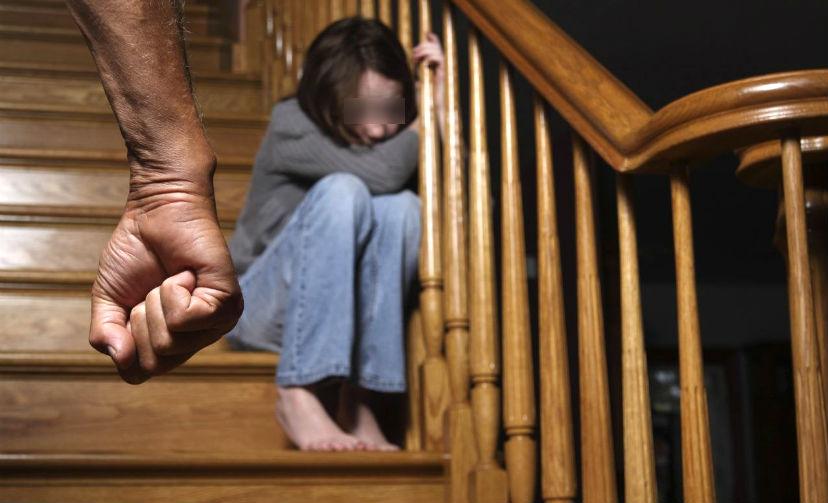 Хабаровские супруги жестоко избивали, развращали и спаивали своих пятерых детей