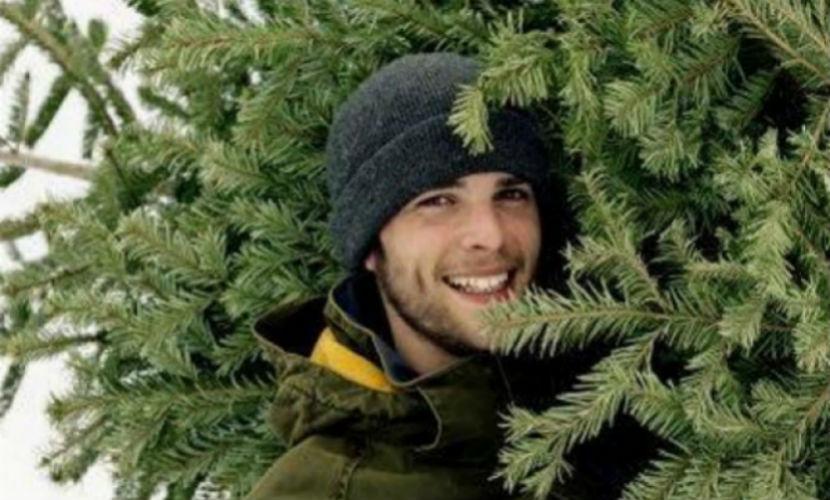 Любитель кроликов жутко надругался над новогодней ёлкой в Хакасии