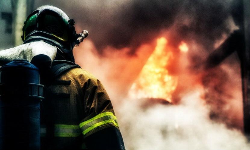 Пассажирский автобус с одним человеком сгорел на юго-западе Москвы