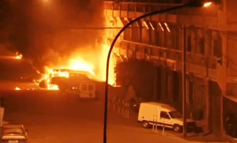 Спецназ эвакуировал более 60 человек из отеля в Буркина-Фасо