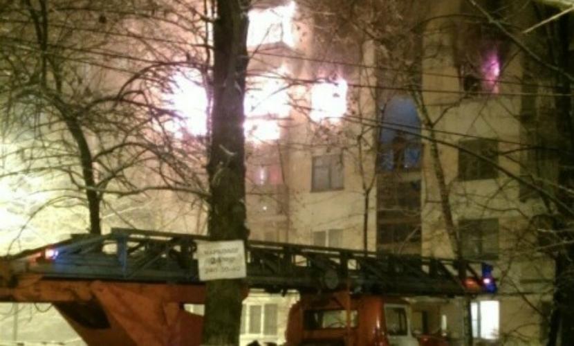 Опубликовано видео мощного пожара в Воронеже после взрыва в пятиэтажном доме