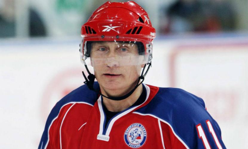 Путин на новогодних праздниках сыграл в хоккей