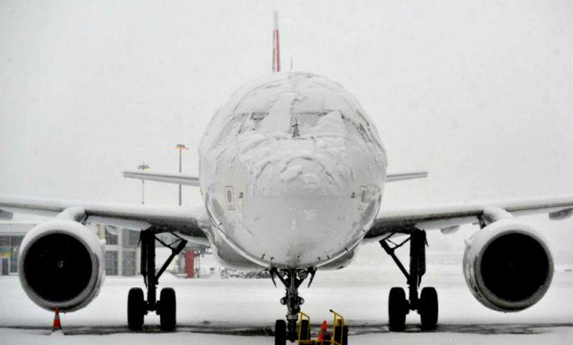 Первый снег в Японии стал причиной отмены почти 130 рейсов
