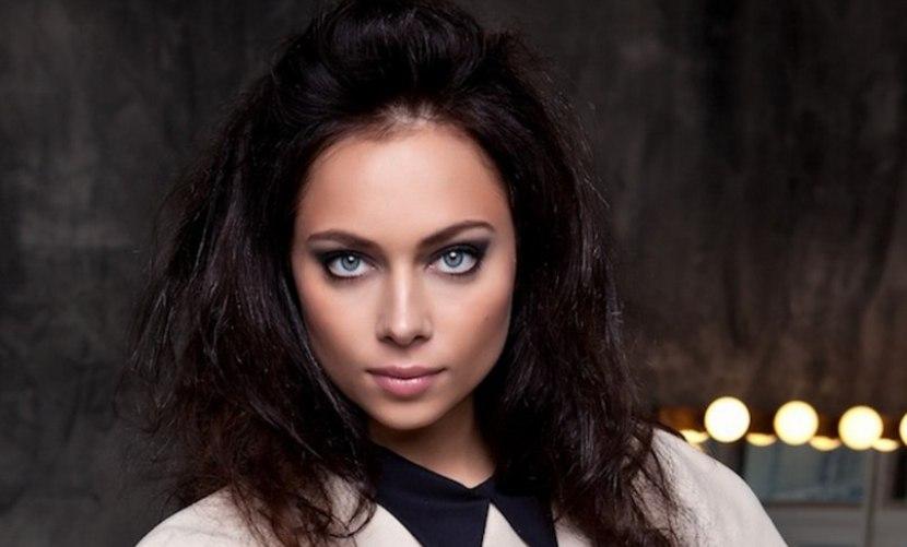 «Идеальным» женам посвящается: Самбурская сняла пародию на семейные блоги