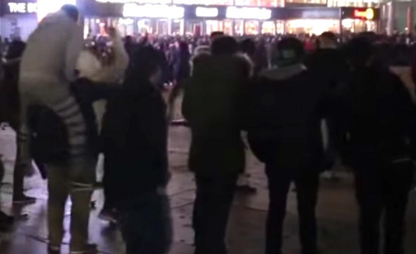 Толпы пьяных африканцев зверски насиловали немок в Кельне, - очевидцы