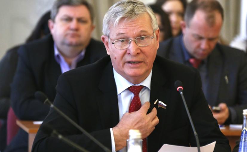 Сенатор поддержал запрет гаджетов для школьников