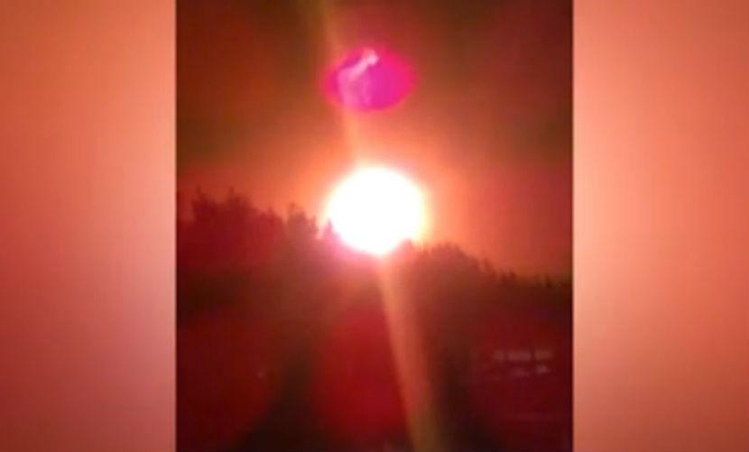 Гигантский огненный НЛО повис в небе над Ирландией в канун Нового года