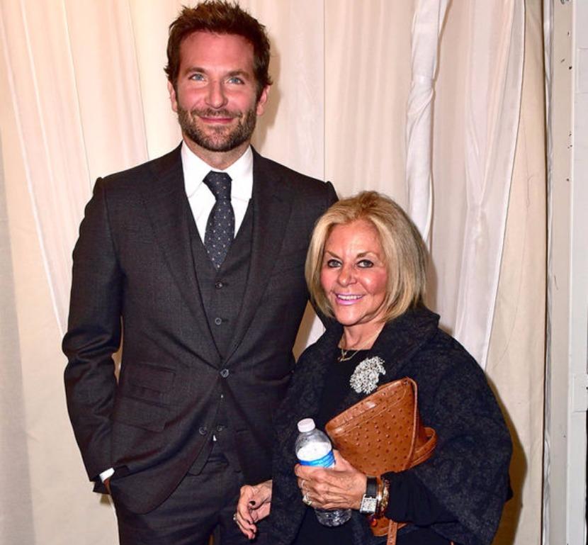 Брэдли со своей матерью Глорией