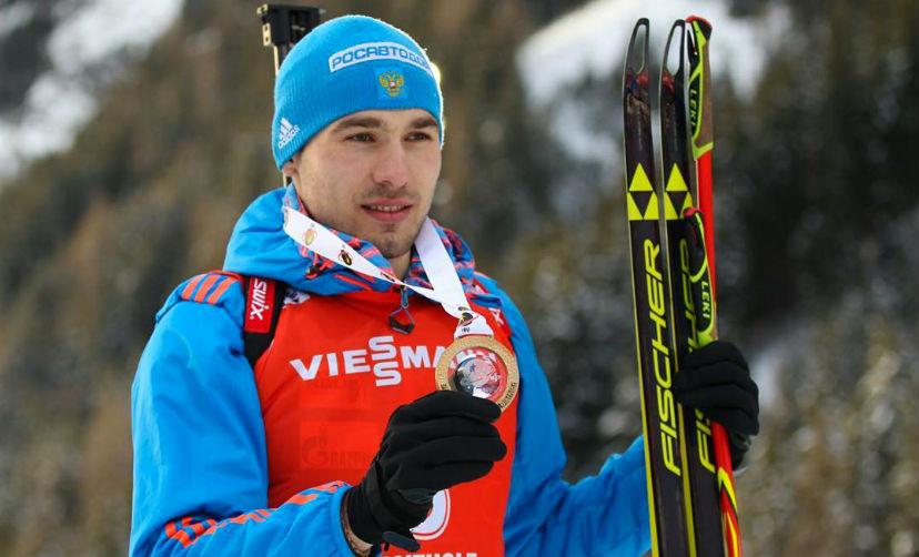 Антон Шипулин завоевал золото на Кубке мира по биатлону