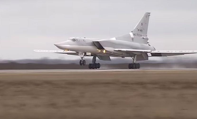 Минобороны РФ опубликовало видео атаки Ту-22М3 по позициям боевиков ИГИЛ в Сирии