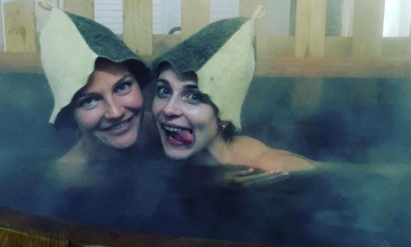 Анна Снаткина с известной красоткой повеселилась в сауне и разместила провокационное фото