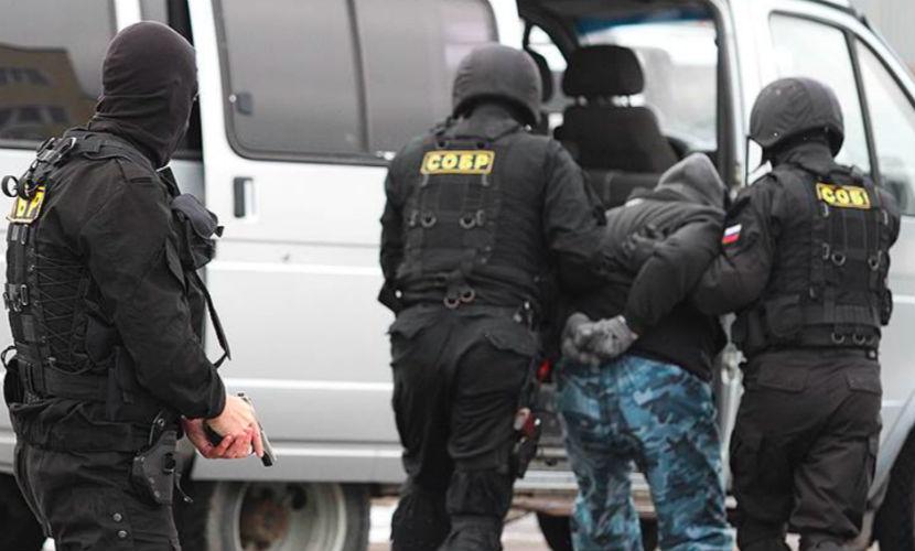 Рецидивист в Архангельске взял в заложники супругу и пасынка, угрожая взорвать дом