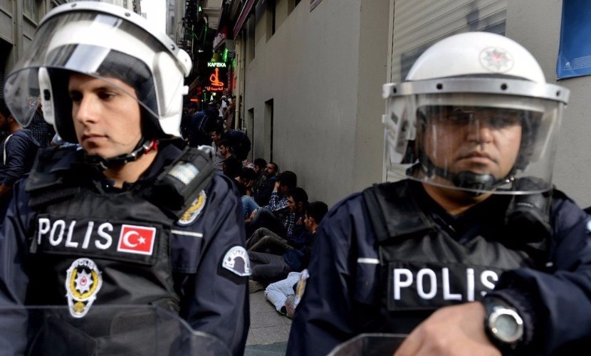 При мощном взрыве в центре Стамбула погибли 10 человек