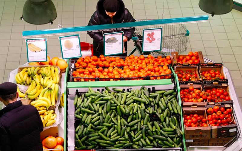 Россияне треть всех своих денег отдают на еду