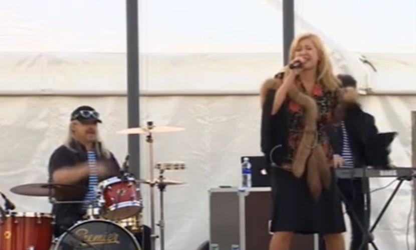 Денис Майданов и Вика Цыганова провели концерт для российских солдат в Сирии