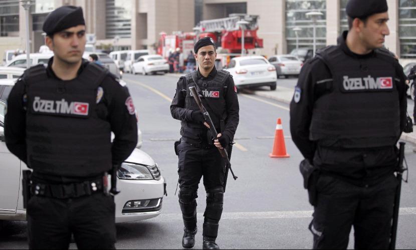 Мощный взрыв прогремел в центре Стамбула - на исторической площади Султанахмет