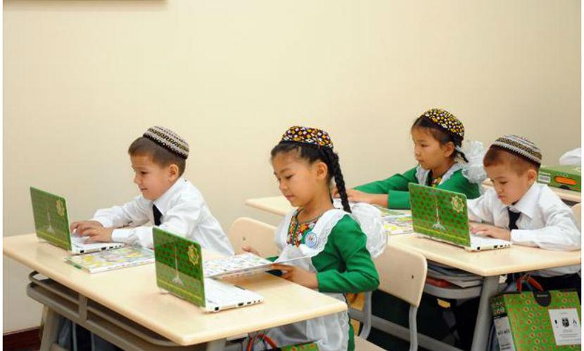 Президент Туркмении включил в школьную программу уроки китайского и японского языков
