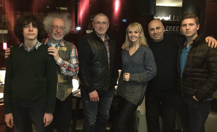 Дмитрий Гудков одобрил фотографию Ходорковского с Пригожиным и Валерией
