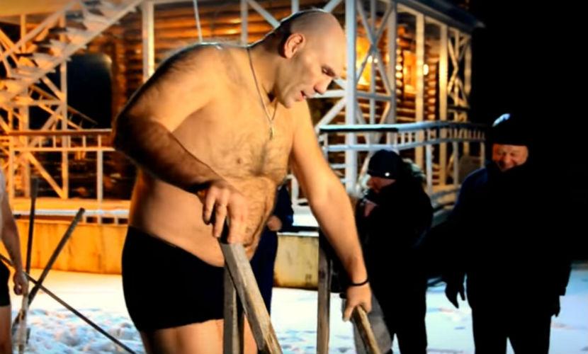 Николай Валуев отметил Крещение купанием в 30-градусный мороз