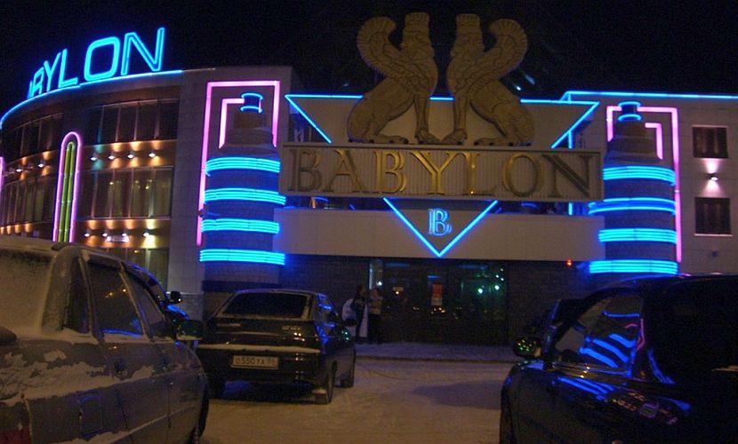 Охранники ночного клуба в Сургуте отомстили пьяному парню, жестоко избив его