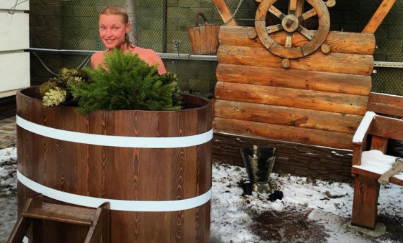 Голая Анастасия Волочкова показала себя в ледяной купели