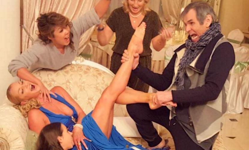 Алибасов и Цой попытались задушить Волочкову и сломать ей ногу