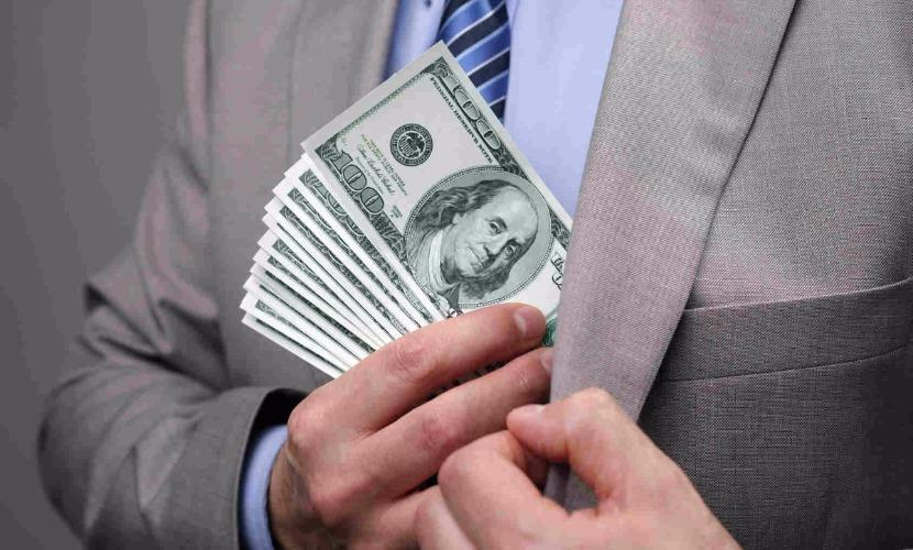 Москвич за 1 миллион долларов пообещал иностранцу помощь в получении вида на жительство
