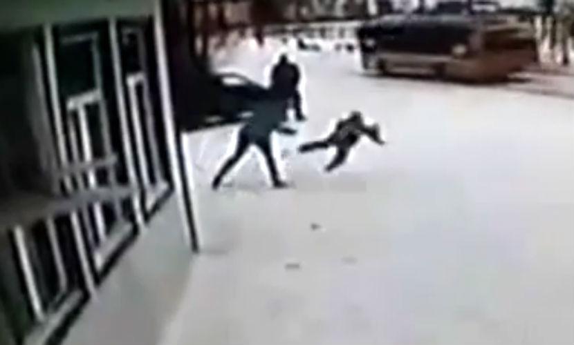 Мать задержали за жестокое избиение 6-летнего сына в магазине на Ямале