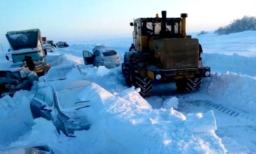 Люди сжигали свою одежду и деньги, чтобы выжить в снежном плену под Оренбургом